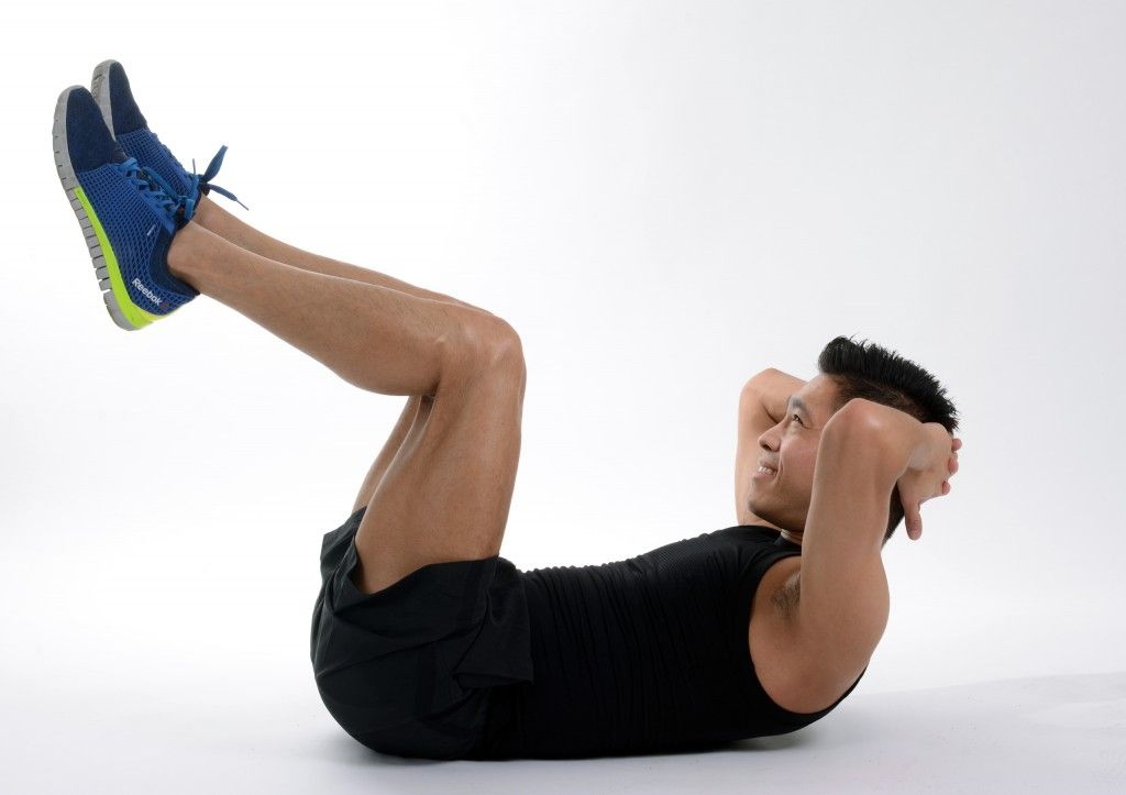8 Abdominales que debes hacer para marcarte crunch piernas arriba piernas-y-abdomen-de-roca-en-20-minutos
