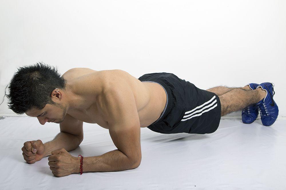 8 Abdominales que debes hacer para marcarte planchas plank