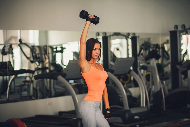 rutina para mujeres con mancuernas en casa o gym