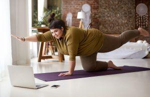 ejercicios para gluteo pierna y core en casa, rutina para pierna y abdomen en casa